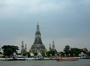 chao-phraya-river-tourist-boat-wat-arun