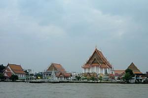 chao-phraya-river-tourist-boat-wat-kalayanamit