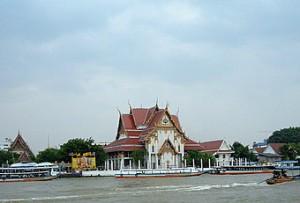chao-phraya-river-tourist-boat-wat-rakhang